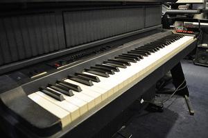 中古 電子ピアノ