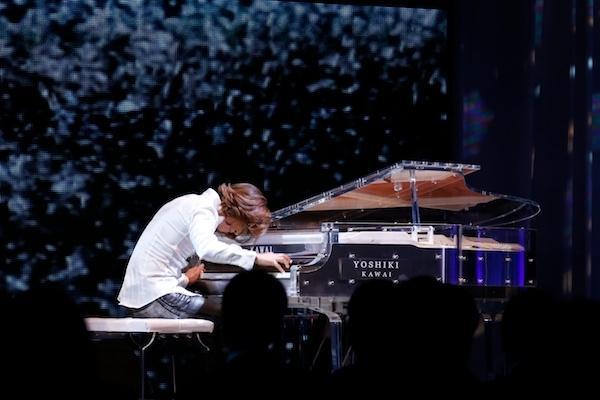 YOSHIKI piano